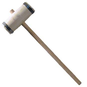 Holzhammer mit Metallringen